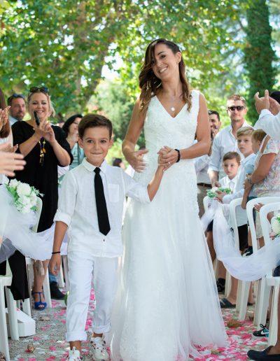 mariée-autel-mère et fils